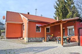 Foto 2 Voll renoviertes Bauernhaus ist 13km vom Südufer des Plattensees in Ungarn zu verkaufen.