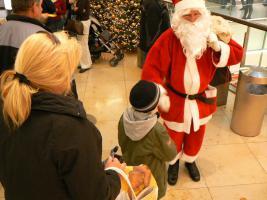 Foto 2 Weihnachtsmann / Wichtel mit Drehorgel - Leierkasten