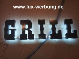 Foto 3 Werbeschilder mit LED Beleuchtung Leuchtschilder Leuchtkästen Werbekästen Leuchtbuchstaben 3D Plexibuchstaben mit LED Außenwerbung