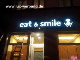 Foto 14 Werbeschilder mit LED Beleuchtung Leuchtschilder Leuchtkästen Werbekästen Leuchtbuchstaben 3D Plexibuchstaben mit LED Außenwerbung
