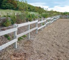 Foto 3 Witterungsbeständige Recyclingpfähle für Ihren Zaun