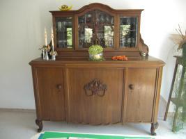 Foto 2 Wohn-/Esszimmer antik (Standuhr, Anrichte, Esstisch inkl. Stühle)