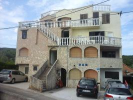 Foto 01 Wohnungen Bilic, Ferienwohnungen zu vermieten, Zdrelac, Insel