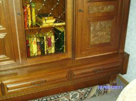 Wohnzimmerschrank Eiche-massiv auch für Jagdzimmer zu verkaufen ...