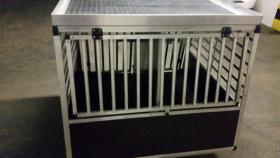 Foto 2 XXL – Doppel Hundetransportbox mit Notausstieg, Ablage und Trennwand