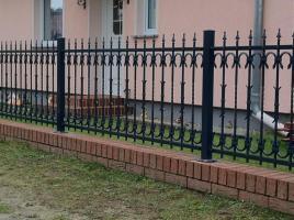 Foto 6 Zäune aus Polen: schmiedeeiserne und Doppelstabmatten