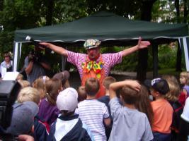 Zauberclown Kinderfasching Kindergeburtstag Stimmungsmusik und ein Clown