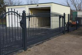 Foto 2 Zaun aus Polen, Doppelstabmattenzäune, Tor, Pforte, Sichschutz, Zaunanlage aus Polen