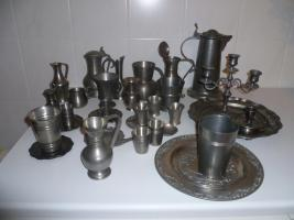Foto 2 Zinnsammlung: Krüge, Becher, Stamperl, Kerzenleuchter etc.