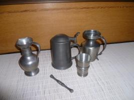 Foto 3 Zinnsammlung: Krüge, Becher, Stamperl, Kerzenleuchter etc.