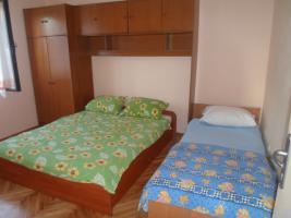 Foto 2 Zwei Ferienwohnungen in Povljana auf der Insel Pag Sandstrand 900 m bis zu 12 Personen