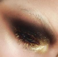 Zwei Maskenbildnerinnen tauschen  Beauty Make-ups gegen Mappenfotos :-)