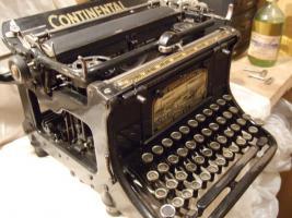 Foto 2 alte Schreibmaschine