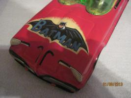 Foto 2 altes rotes blechspielzeug batmobil mit karton