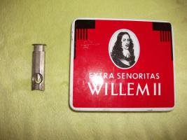 Foto 2 antike Zigarrenschachtel mit 6 Zigarren u. Zigarrenabschneider