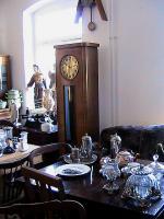 hier eine alte standuhr mit gerader form und beckeruhrenwerk von ca.19