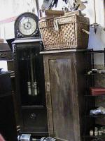 hier eine alte  standuhr mit seltenem versilberten uhrenwerk sowie ben