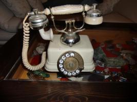 ein sehr altes telefon