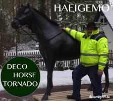 es ist ein deko Pferd stimmt und hast du scon es gesehn tornado ...
