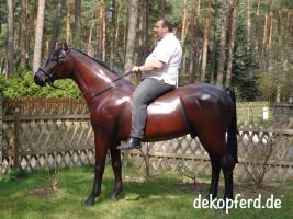 es ist so einfach auf einen deko pferd aufzusitzen ...