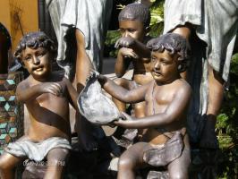 Foto 4 große Bronzeskulptur ''Brunnen mit Kindern'' englische Gießerei