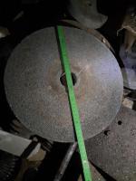 Foto 2 gut erhaltene Schleifsteine verschiedener Größen