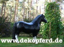 hast du noch kein Deko Pferd in Deinen Büro als Deko ?