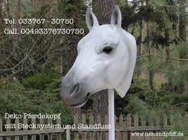 Foto 4 hast du noch kein Deko Pferd in Deinen Büro als Deko ?