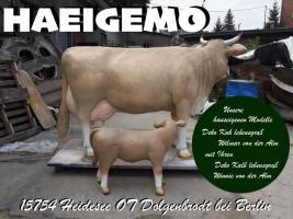 Foto 2 sagen sie blos unsere nachbarn haben ne neue deko kuh im garten stehn ....