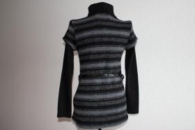Foto 2 schwarz-graues Oberteil mit Gürtel