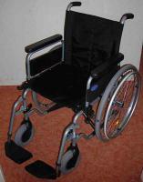sehr leichter Rollstuhl zum Falten
