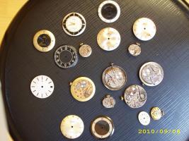 Foto 2 verschiedene Uhrwerke die noch laufen HAU + DAU